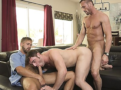 familydick - mailman gives it to a neighborhood bad boy with his stepdad