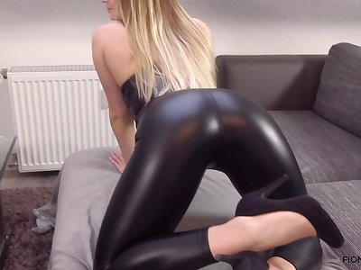 Teenie girl in Lederleggins gefickt
