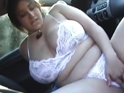 Chubby chick in bumfuck Egypt