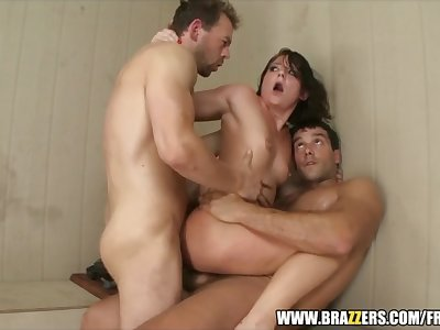 Hot nubile Casey Cumz gets help to squirt - brazzers